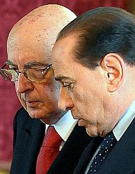 133_napolitanoberlusconivertical